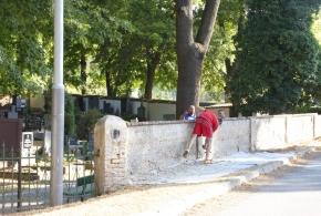Opravy zdí na hřbitově